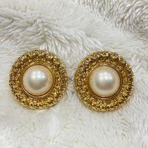 Trifari vintage pearls crown large stud earrings
